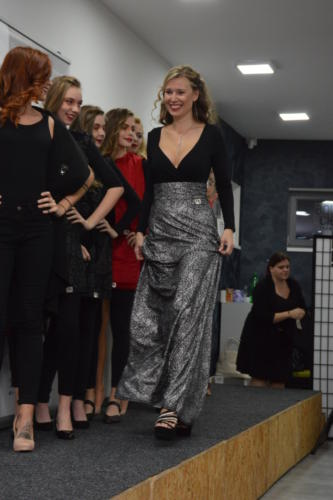 Společenská dlouhá sukně 11/2018
